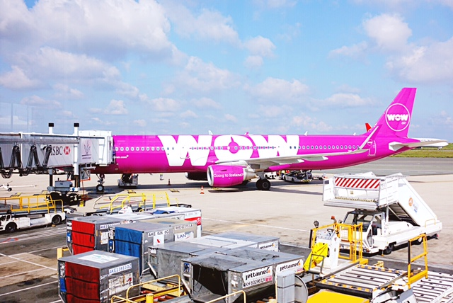 Oh, WOW! (an honest review of WOW airlines)